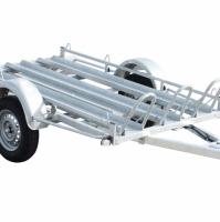 Twin-arc motor en koetstrailer