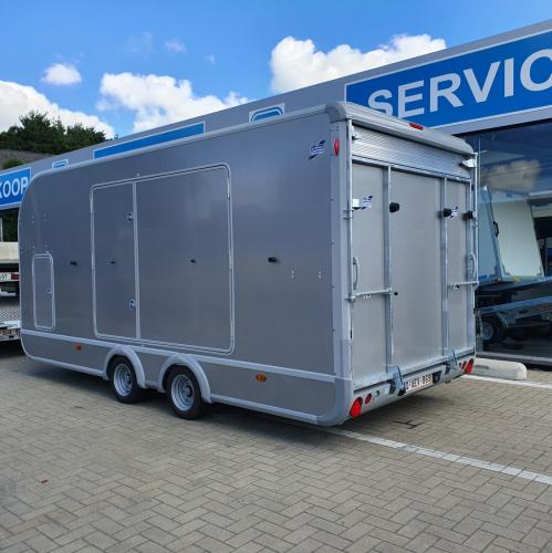 5m22 x 2m23 x 2m03 / 3500 kg / Luxueuze gesloten autotransporter (Transporta).